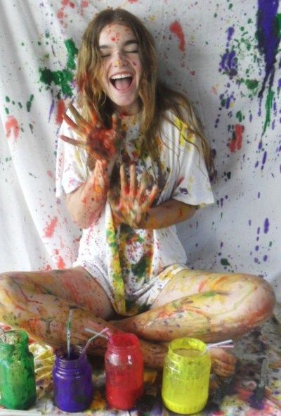 painting-smiling-artist